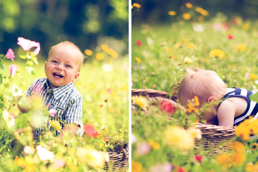 lachender Junge auf Wiese